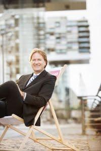 """Helga König im Gespräch mit Frank Behrendt über sein Buch """" Liebe dein LEBEN und NICHT deinen Job"""""""