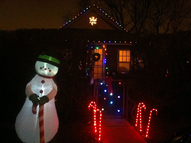 Christmas-decorations-in-the-suburb-of-farmingdale