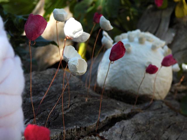 Paper flowers installation. Allestimento  con fiori di carta