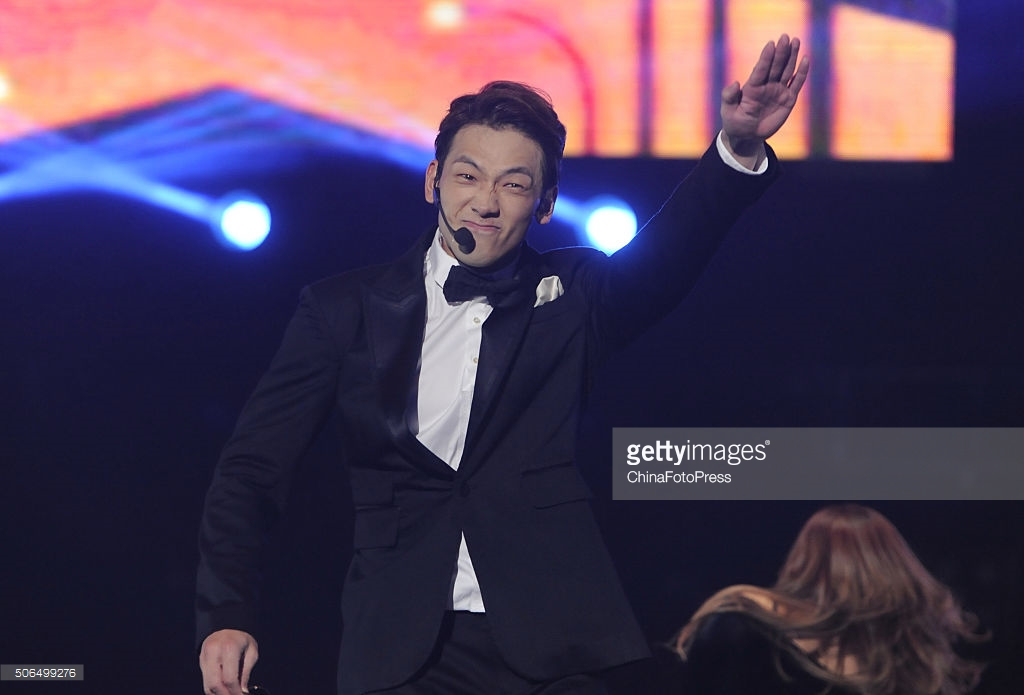 http://1.bp.blogspot.com/-o3dTLRVaV2s/VqXRFd1k-mI/AAAAAAABQtw/gbhCFdEMCQs/s1600/south-korean-singer-rain-performs-onstage-during-his-concert-the-picture-id506499276.jpg