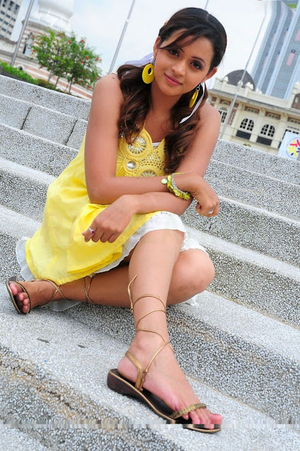 Bhavana legs in yellow dress