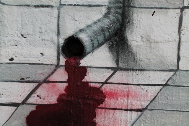 graffiti izak el dulce derecho a mutilar en antofagasta, chile