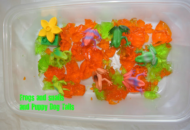 Messy Jello Fun!!!!! a sensory activity for toddlers and preschoolers