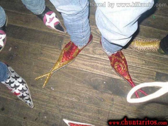 http://1.bp.blogspot.com/-o3yfm9Bo9RE/TXXJMM-1YcI/AAAAAAAAQXQ/zYz0NLDWU2E/s1600/these_boots_01.jpg