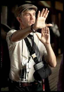 Baz Luhrmann dirigiendo una de sus películas