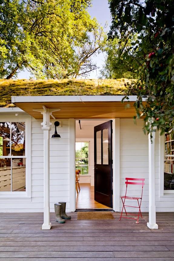 cottage entryway // black painted front door