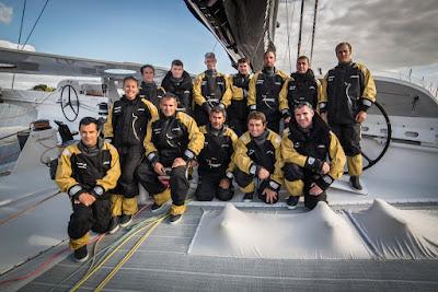 L'équipage au complet de Spindrift 2 pour le Trophée Jules Verne.
