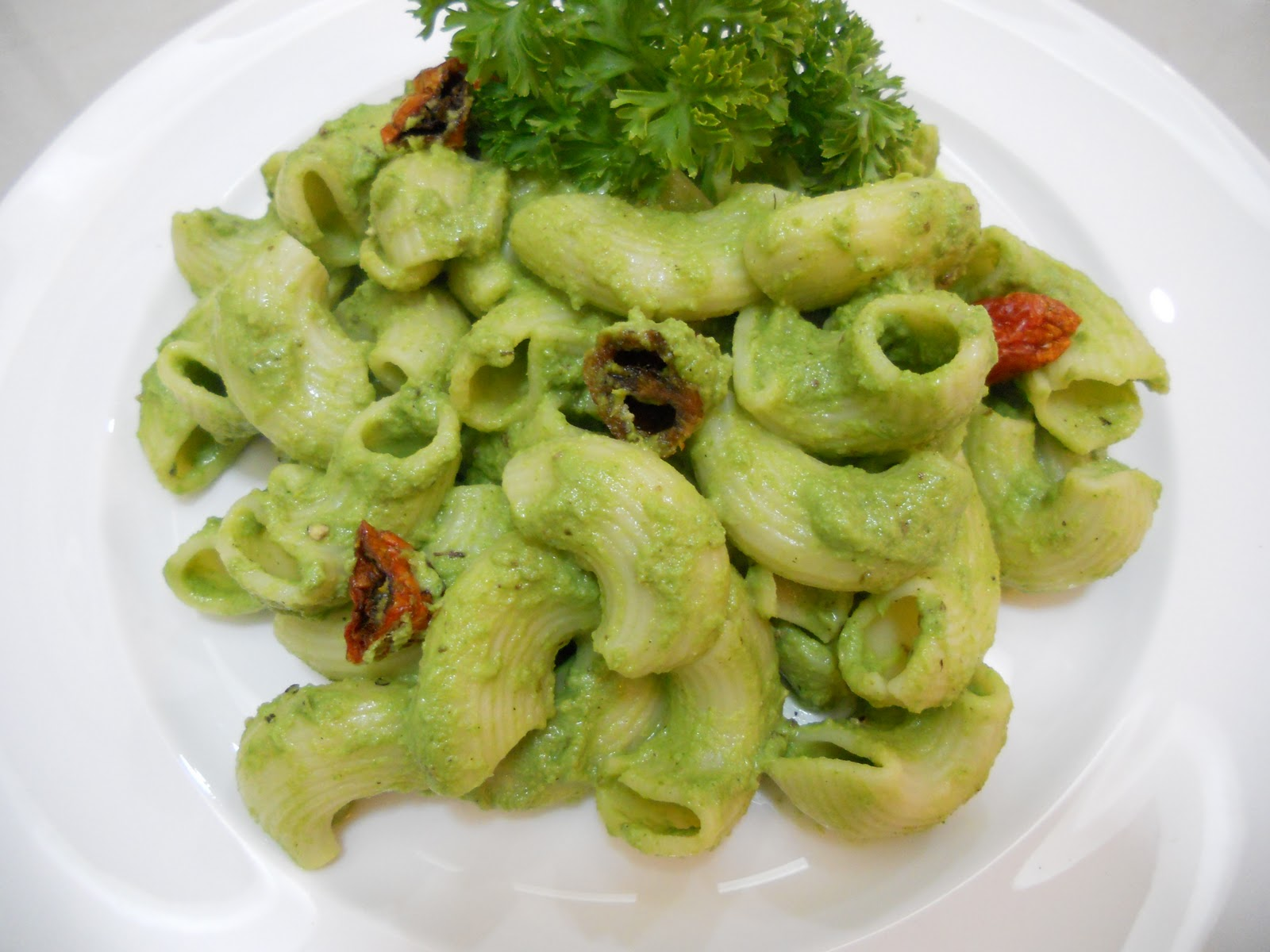 My Cooking diary : Pasta with parsley and walnut pesto