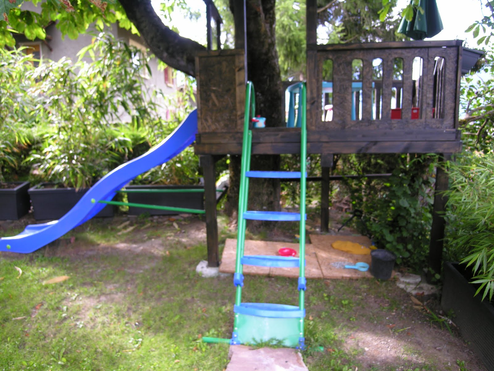 fm bois espace de jeux pour enfants. Black Bedroom Furniture Sets. Home Design Ideas
