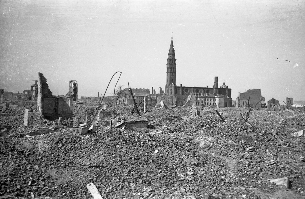 Ghetto de Varsovie après sa destruction par les nazis. Photo du Eugeniusz Haneman.