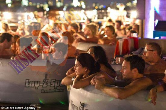 Inilah Cinema Hot Tub,nonton Film Sambil Berendam Di Bak Air Panas [ www.BlogApaAja.com ]
