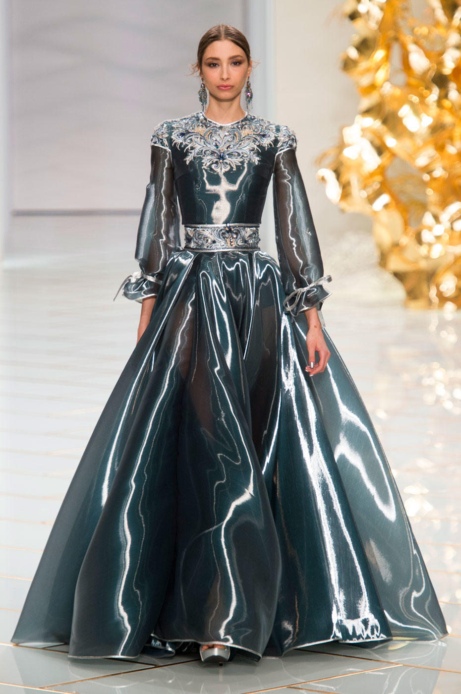 Runway report guo pei haute couture spring summer 2016 for Haute couture show