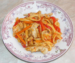 retete chinezesti, retete asiatice, retete culinare, retete de mancare, mancare chineza, mancare asiatica, mancare chinezeasca, taitei cu piept de pui si legume preparate in stil chinezesc, retete traditionale din china, bucataria chineza, food, recites, retete cu pui, preparate din pui, cum se face mancarea chinezeasca, mancaruri din china, mancaruri chinezesti,