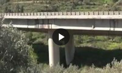 http://palermo.repubblica.it/cronaca/2015/06/18/news/strade_a_pezzi_esposto_di_seicento_siciliani_in_procura_sprecati_un_miliardo_e_mezzo_di_euro_-117172366/
