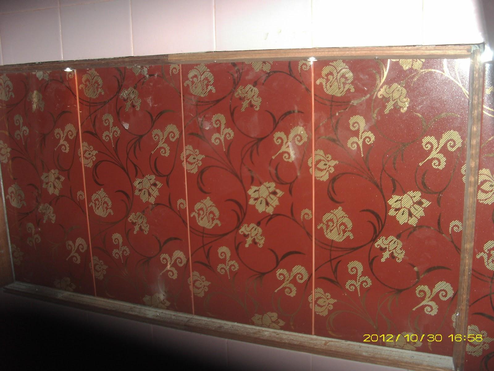 foto kamar mandi dengan keramik roman belleza warna maroon