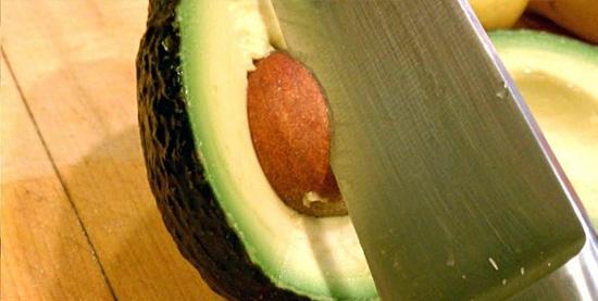 Descascando alimentos facilmente - Abacate
