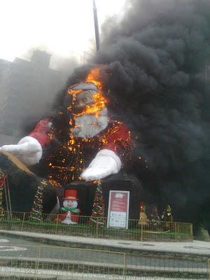 Père noël en feu