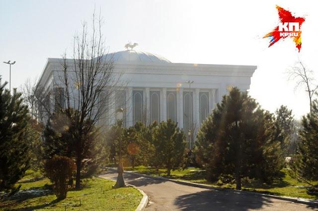 Дворцы в центре узбекской столицы почти все время пустуют Фото: Сергей ПОНОМАРЕВ