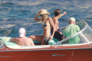 Elle MacPherson, Elle MacPherson BIKINI, Ibia find travel tour, Ibiza, Ibiza hostel, Ibiza hostel, Ibiza luxury travel, Ibizal hotel expensive, travel in ibiza, ibiza luxury hotel
