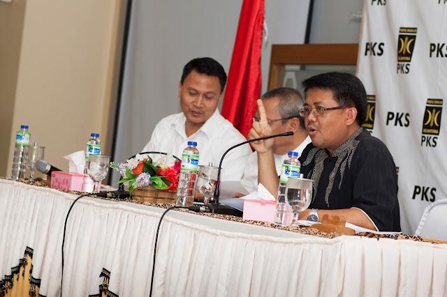 Seluruh Pengurus Baru DPP PKS Teken Pakta Integritas