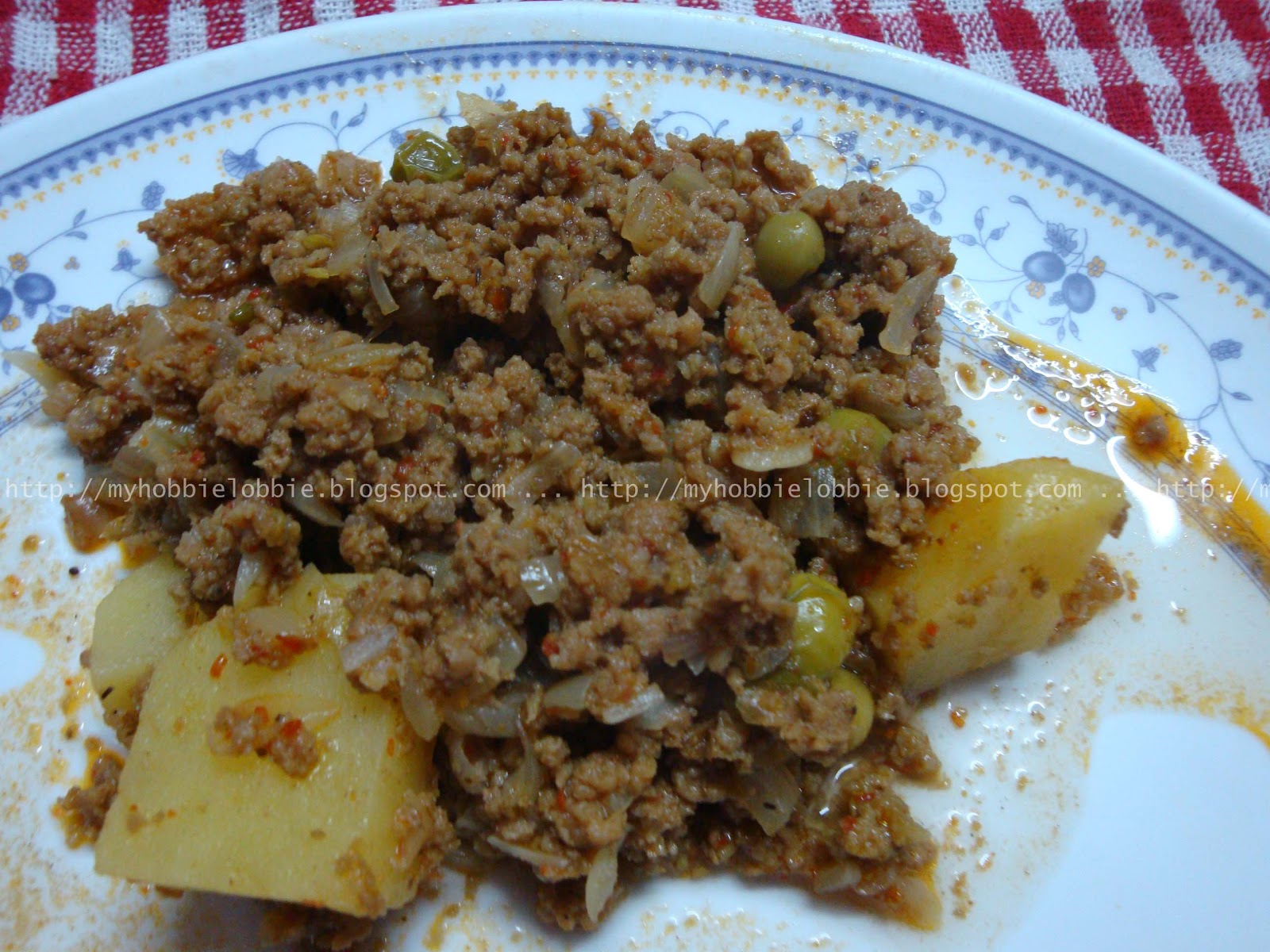 ... Hobbie Lobbie: Beef Mince with Potatoes and Peas - a.k.a Beef Kheema
