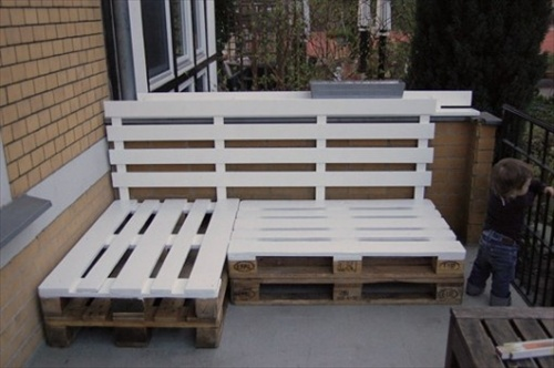 how to build a bench seat from pallets