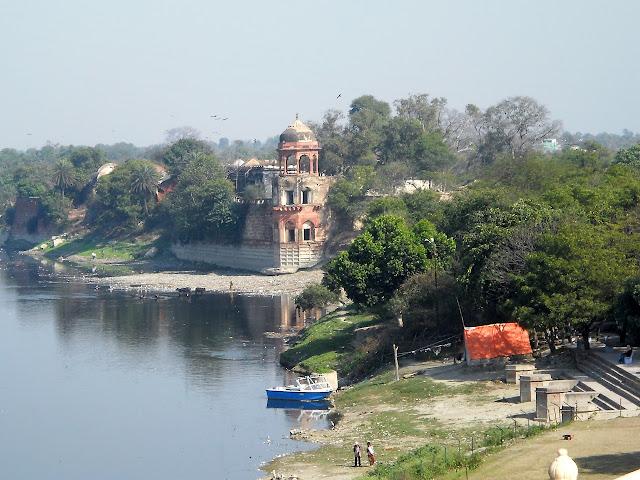 Ямуна - река у которой стоит Тадж-махал