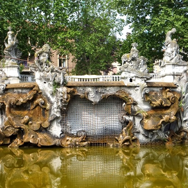 Turin Italie Pô parc parco del valentino fontaine dei dodici mesi fontana