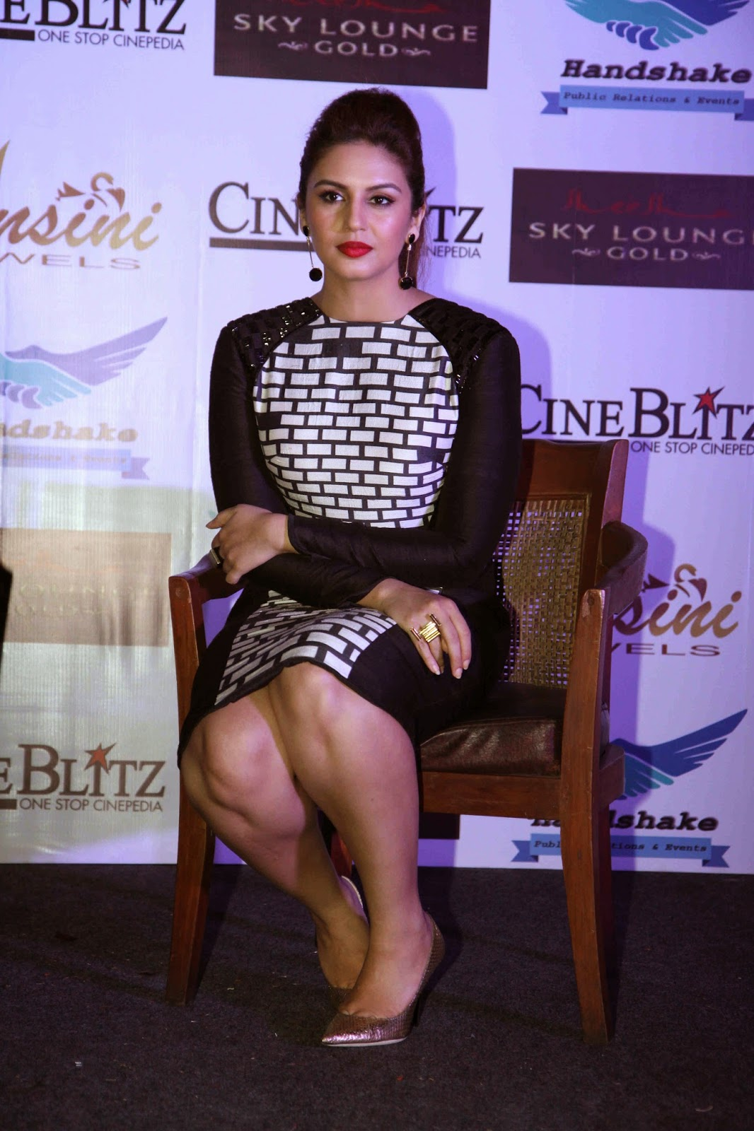 Huma Qureshi Photo Gallery In Short Dress At The Cineblitz