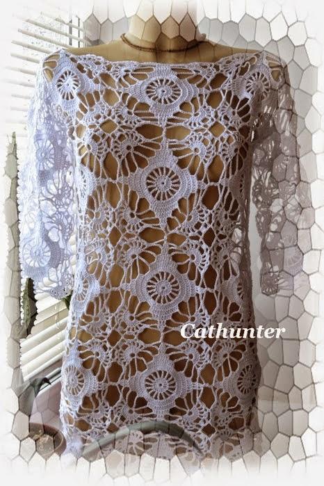 Bella túnica crochet realizada con squares