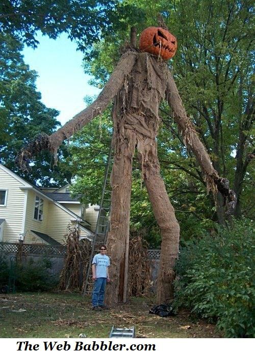 Huge_halloween_scarecrow