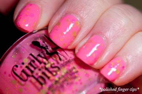 "Girly Bits ""Neutron Dance"" - artificial light"