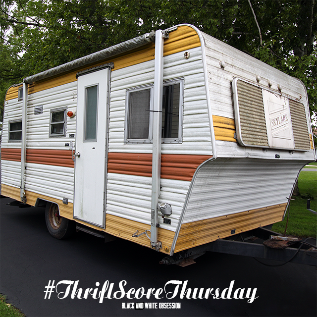 #thriftscorethursday Week 29 1974 Skylark Camper Trailer | www.blackandwhiteobsession.com