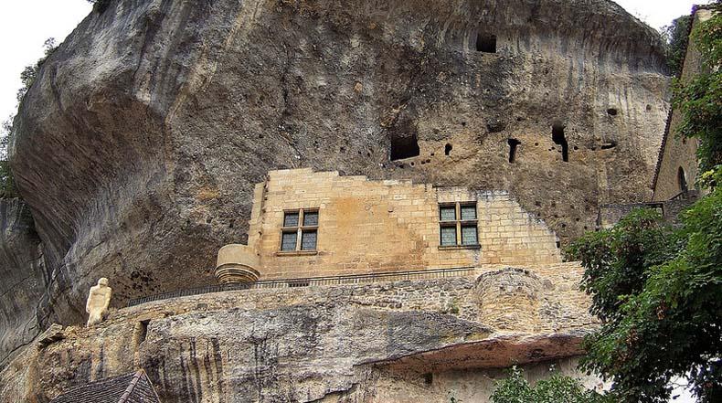 Las casas trogloditas y cuevas de Les Eyzies de Tayac