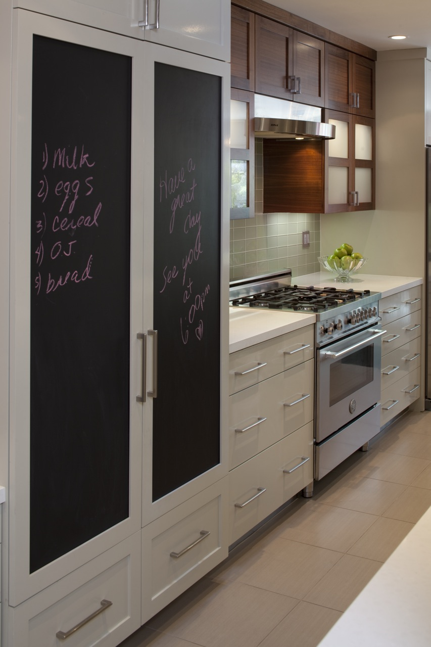 Design inspiration kitchen chalkboards driven by decor for Chalkboard paint kitchen cabinets