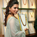 94664-samantha-at-prince-jewellery-exhibition-05