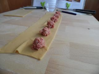 http://www.experimentando-enla-cocina.blogspot.com.es/2013/02/como-hacer-pasta-fresca-mi-desconocido.html