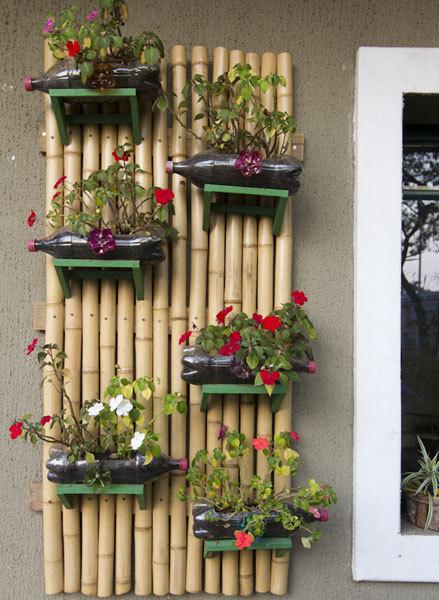 jardim vertical bambu:Plastic Bottle Vertical Garden