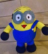 http://novedadesjenpoali.blogspot.com.es/2013/10/patron-minion-grande-2-ojos-amigurumi.html?m=1