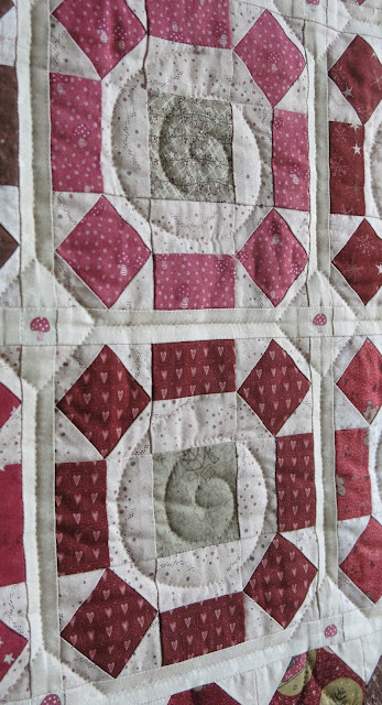 Christmas quilt - Rolling Stone traditional block - Lynette Anderson collections