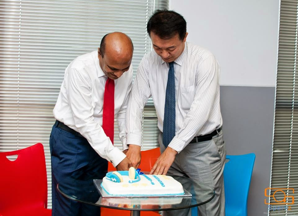 Mr. H.K. Chang, Managing Director, Samsung Electronics India - Sri Lanka Branch Office and Mr. Omer A. Fareed - CEO, Amazai Group