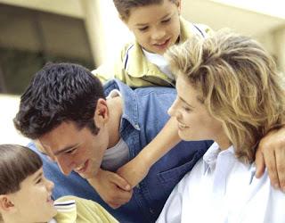 família, família reunida com seus filhos