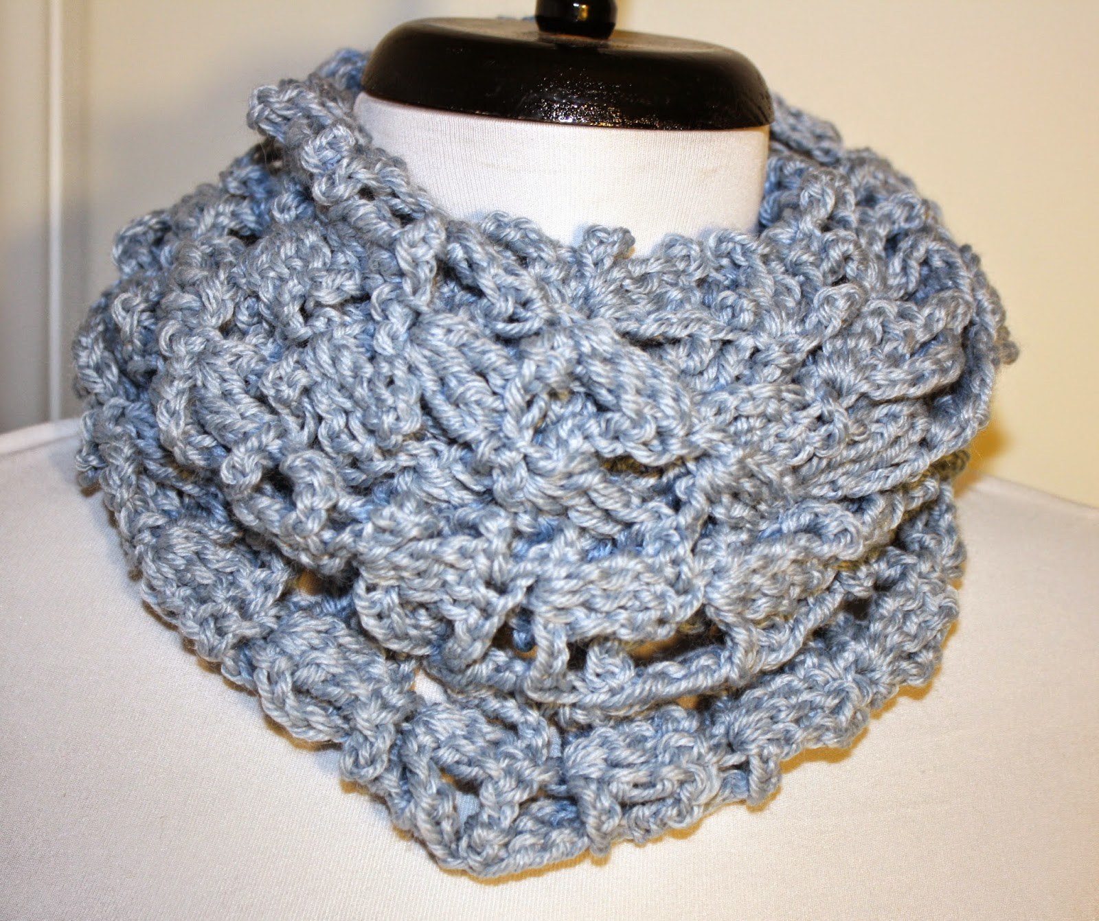 Ecolissa Chunky Infinity Scarf - Review and Giveaway
