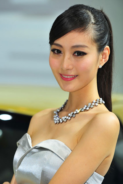 foto model cantik Auto show China 2012-2.jpg
