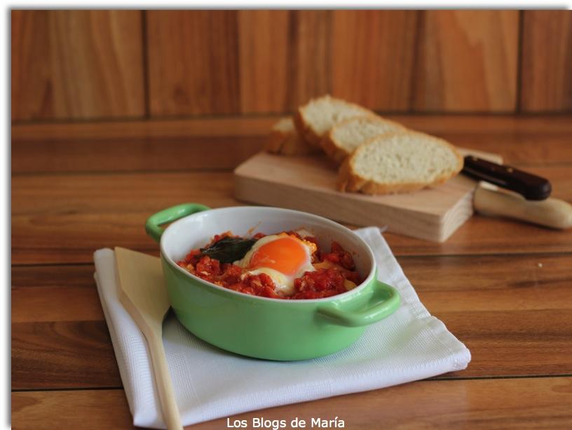 Tomates machacados, con patatas y huevo