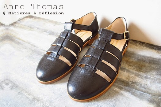 Sandales cuir noir méduses Anne Thomas chaussures ouvertes