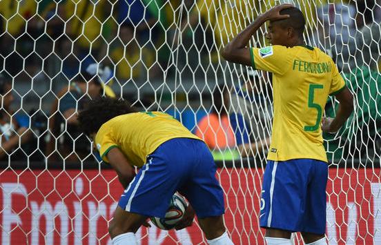Foto Kesedihan Pemain dan Supporter Brasil Kalah dari Jerman 1-7