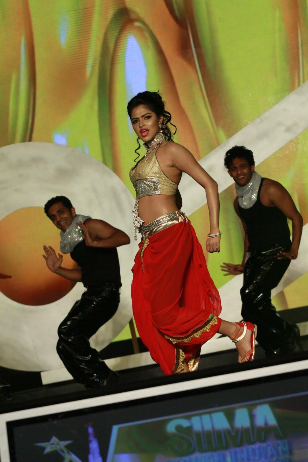 Dubai-Kungumam-Awards+%252887%2529.JPG?BollyMass.com