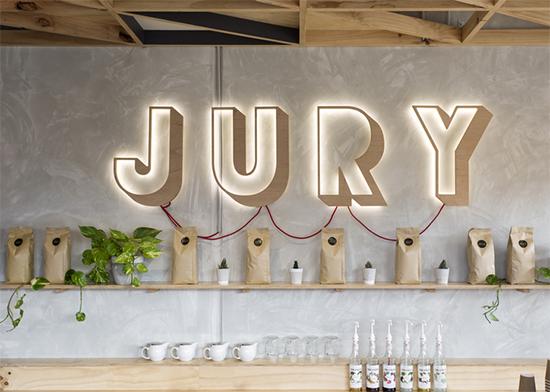 letreiro iluminado, decoracao cafeteria, cores pasteis, tons pasteis, madeira, coffee