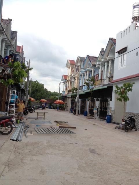 Bán nhà dĩ an bình dương nằm trong dãy nhà phố đắt tiền